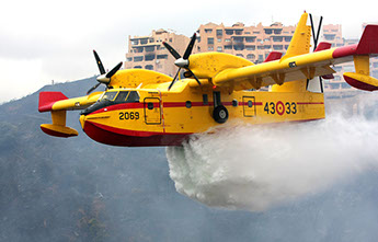 Fire fighting planes over tourist apartments in Calahonda