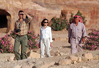 THE SPANISH ROYALS TOOK THE OPORTUNITY TO TAKE A WALLK AROUND PETRA